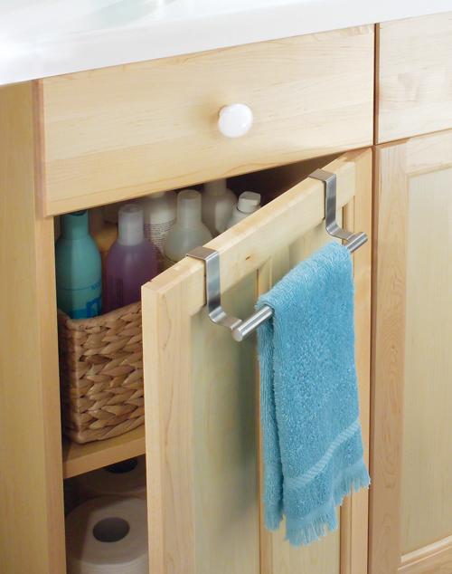 Rangement de la salle de bain une astucieuse barre porte - Porte de placard salle de bain ...
