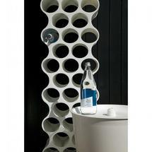 un cadeau design et pratique le porte bouteille mural. Black Bedroom Furniture Sets. Home Design Ideas