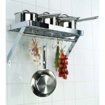 Un rangement de cuisine inattendu : le plafonnier