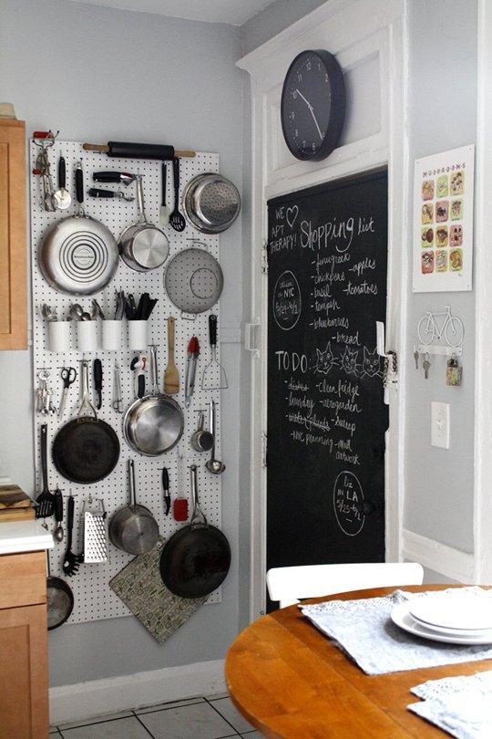Mur de rangement pour ustensiles de cuisine