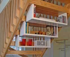 Quand le banal escalier se mue en espace de rangement - Amenagement sous escalier ikea ...