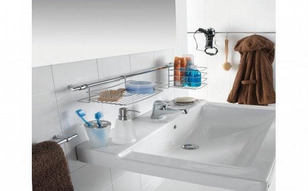 Barre de rangement pour la salle de bain
