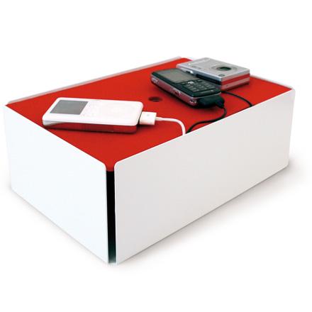 une station de rechargement pour tous les portables mp3 et appareils photos. Black Bedroom Furniture Sets. Home Design Ideas