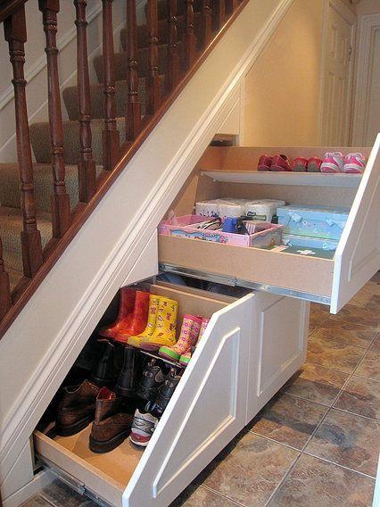 39 bonnes id es pour ranger ses chaussures for Rangement chaussures sous escalier