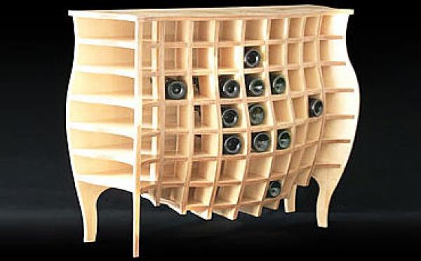 Un meuble de rangement pour bouteilles qui a du style