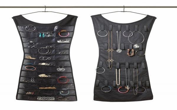 Robe porte-bijoux : un vrai rangement original pour vos bijoux et colliers
